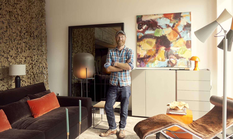 Interior Stylist Norbert Engelbrecht in den Räumlichkeiten von raumideen Dortmund
