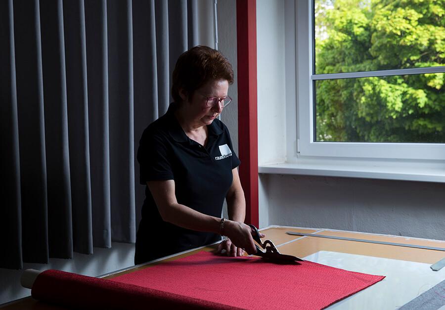Dank eigener Schneiderei unweit von Dortmund und Essen setzt das Raumausstatter-Team von raumideen auch textile Sonderwünsche um.