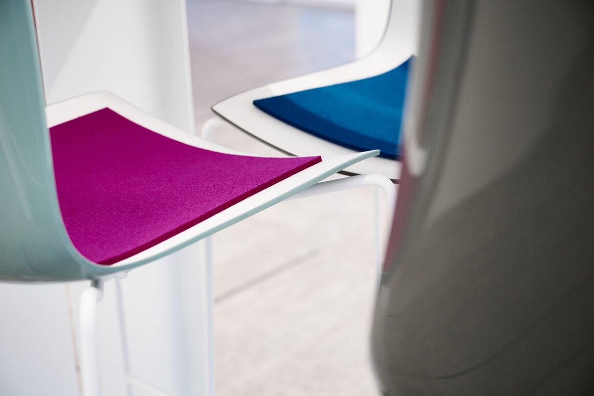 Durchdacht bis ins Detail: Sitzpolster aus Filz in den Unternehmensfarben