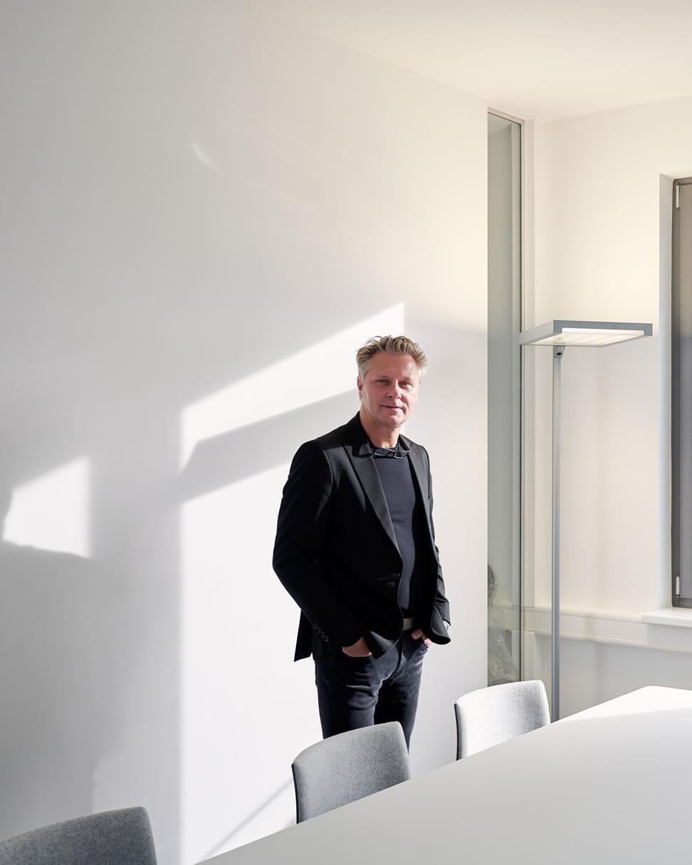 Portrait des raumideen Planers Frank Jablonski in den Räumlichkeiten des Verband Druck & Medien Nord-West e.V. in Lünen