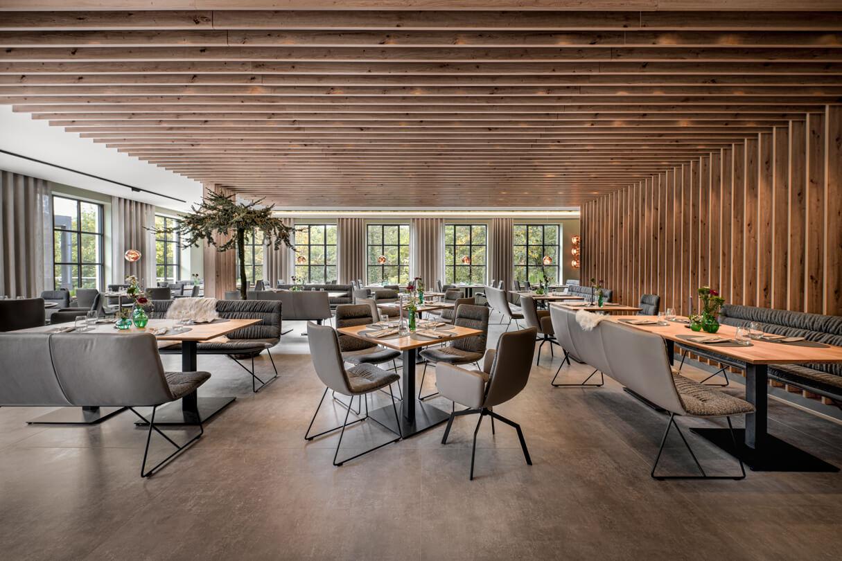 raumideen Raumausstattung Fetter Förster Holzverkleidung Decke und Wand