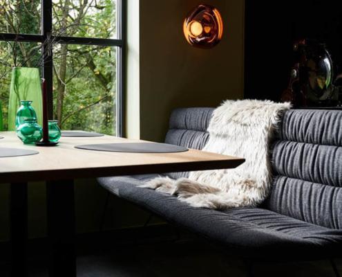 Sitzbereich Restaurant Fetter Förster mit Lampen von Tom Dixon