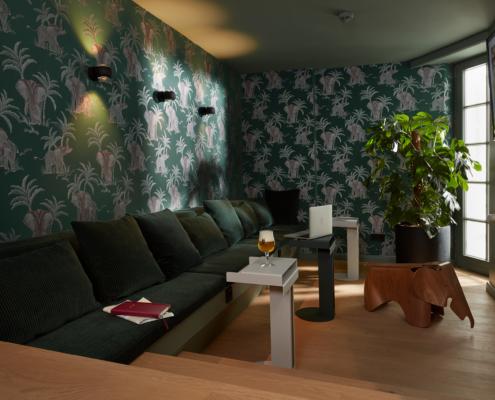 stilwerkhotels Heimhude Lounge Tapete: Hookedonwalls Leuchte: occhio (c) stilwerk Foto: T. Baermann