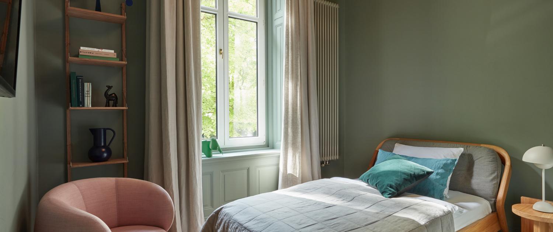 Stilwerkhotels Heimhude Zimmer 15 Bett: Zeitraum Sessel: Wittmann c stilwerk Foto: T. Baermann