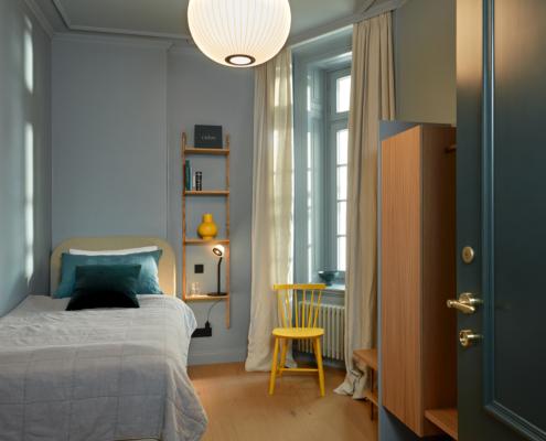 Stilwerkhotels Heimhude Zimmer 19 Bett: Wittmann Regal: Frama c stilwerk Foto: T. Baermann