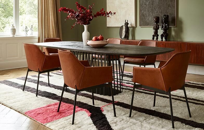 Freifrau Sitzmöbel werden in traditioneller Handwerkskunst hergestellt.